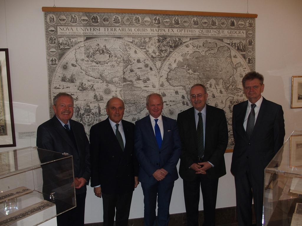 DPS-Vorstand von links nach rechts: Dr. Konrad Vanja, Dr. Tessen von Heydebreck, RA Wojciech Wrzecionkowski; Dr.-Ing. Henning von Krosigk, RA Udo Donau (Februar 2015)